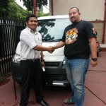 Foto Penyerahan Unit 3 Sales Marketing Mobil Dealer Daihatsu Tryastono