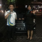 Foto Penyerahan Unit 6 Sales Marketing Daihatsu Manado Rivo