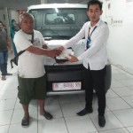 Foto Penyerahan Unit 2 Sales Marketing Mobil Dealer Daihatsu Muammar