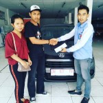 Foto Penyerahan Unit 3 Sales Marketing Mobil Dealer Daihatsu Muammar