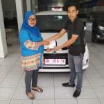 Foto Penyerahan Unit 4 Sales Marketing Mobil Dealer Daihatsu Muammar