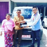 Foto Penyerahan Unit 5 Sales Marketing Mobil Dealer Daihatsu Muammar