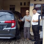 Foto Penyerahan Unit 3 Sales Marketing Mobil Dealer Toyota Dolly