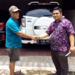 Foto Penyerahan Unit 4 Sales Marketing Mobil Dealer Toyota Dolly