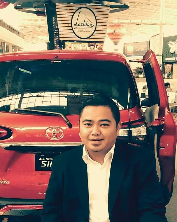 Sales Marketing Mobil Dealer Toyota Dolly
