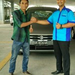 Foto Penyerahan Unit 1 Sales Marketing Mobil Suzuki Medan Harry