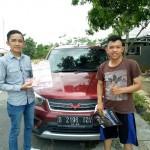 Foto Penyerahan Unit 2 Sales Marketing Mobil Dealer Wuling Alfin
