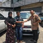 Foto Penyerahan Unit 3 Sales Marketing Mobil Dealer Wuling Medan Fadlan