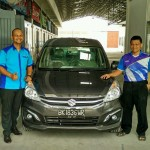 Foto Penyerahan Unit 4 Sales Marketing Mobil Suzuki Medan Harry