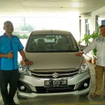 Foto Penyerahan Unit 5 Sales Marketing Mobil Suzuki Medan Harry