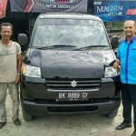 Foto Penyerahan Unit 6 Sales Marketing Mobil Suzuki Medan Harry