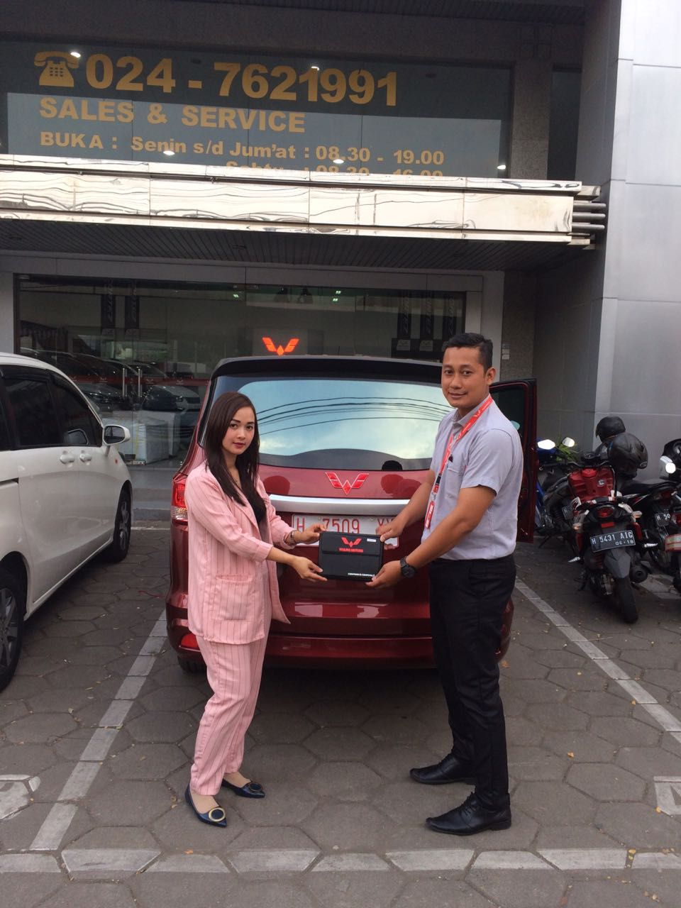 Sales Marketing Mobil Dealer Wuling Ipung