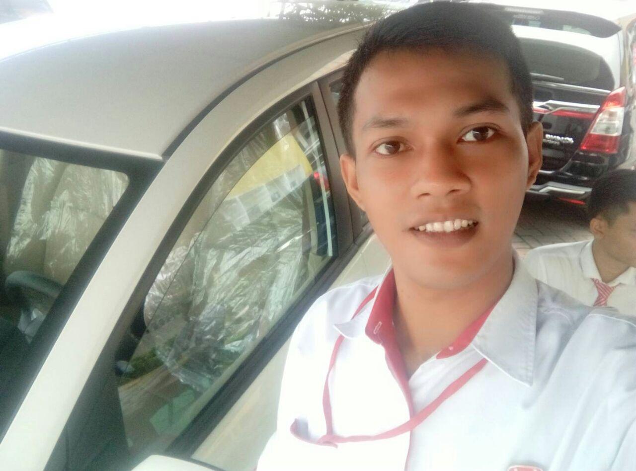 Sales Marketing Mobil Dealer Wuling Mojokerto David
