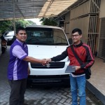 Foto Penyerahan Unit 2 Sales Marketing Mobil Dealer Suzuki Metra Jaya