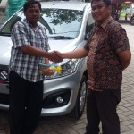 Foto Penyerahan Unit 3 Sales Marketing Mobil Dealer Suzuki Metra Jaya