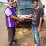 Foto Penyerahan Unit 5 Sales Marketing Mobil Dealer Suzuki Metra Jaya