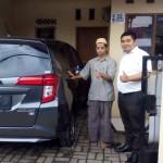 Foto Penyerahan Unit 3 Sales Marketing Mobil Dealer Toyota Dolly