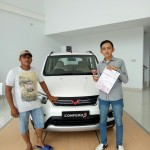 Foto Penyerahan Unit 1 Sales Marketing Mobil Dealer Wuling Alfin
