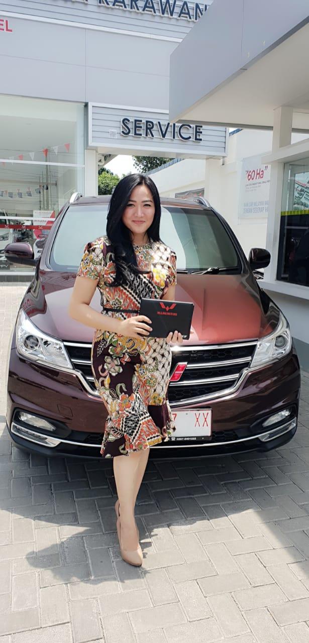 Sales Marketing Mobil Dealer Wuling Yulia