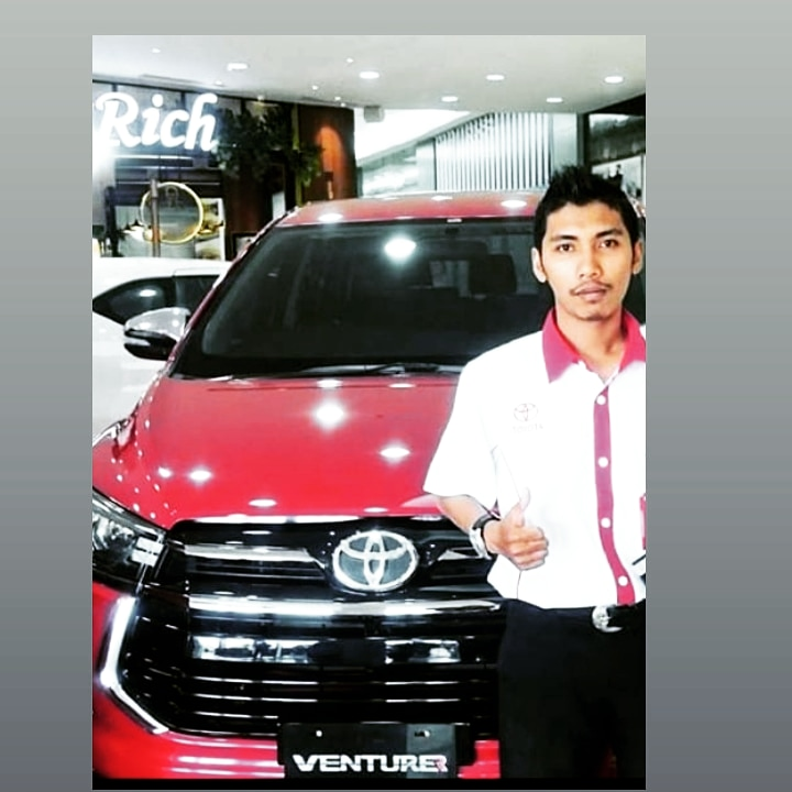 Sales Marketing Mobil Dealer Toyota Hardy
